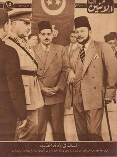 الملك فاروق أثناء حضوره مباراة للرماية بنادي الصيد و في الصورة يتحدث إلى فؤاد باشا سراج الدين و الجنرال ويلسون في يوليو عام 1943