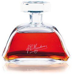 Cognacs_in_crystal_Meukow Meukow  Nec Plus Ultra   Ce mélange exceptionnel est entièrement fabriqué à partir de l'eau-de-vie d'un bon âge - les plus jeunes doivent être âgés d'au moins 60 années - produit dans la région du Grand Champagne Premier Cru.