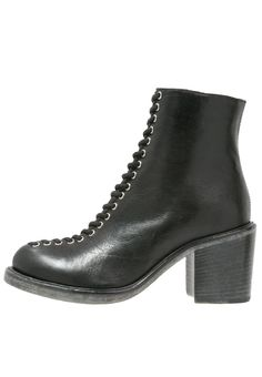 McQ Alexander McQueen CLAPTON Korte laarzen black, 509.95, http://kledingwinkel.nl/shop/dames/mcq-alexander-mcqueen-clapton-korte-laarzen-black/
