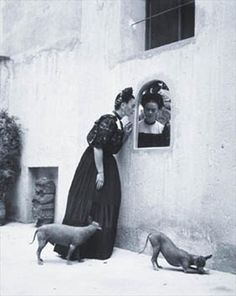 Frida Kahlo and her Xoloitzcuintli dogs, Photo by Lola Alvarez Bravo. Frida Kahlo and her Xoloitzcuintli dogs, Photo by Lola Alvarez Bravo. Diego Rivera, Black White Photos, Black And White Photography, Frida E Diego, Kahlo Paintings, Hairless Dog, Mexican Artists, Spanish Artists, Psychedelic Art
