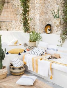 Terrific innovations with respect to home improvment. home improvement ideas USA. Bohemian Chic Home, Deco Boheme, Exterior Remodel, Home And Deco, Outdoor Settings, Living Room Interior, Home Remodeling, Decoration, Outdoor Living