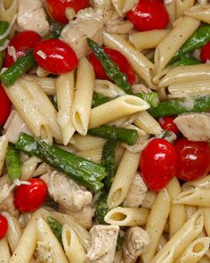 This Easy Pasta Dish Is Going To Make Your Heart Sing Pasta Al Cilantro, Chicken Asparagus Pasta, Asparagus Recipe, Chicken Parmesean, Parmesan Pasta, Fresh Asparagus, Garlic Parmesan, Garlic Chicken, Chicken Penne Pasta