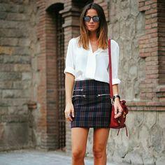 Zara plaid mini skirt Zara plaid mini skirt with zip pockets. Size XS perfect transeasonal item. Zara Skirts Mini