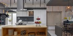 1000 square feet kitchen and wardrobe showroom design by Ashwin Architects in Bangalore. Retail Architecture, India Architecture, Architecture Design, Showroom Interior Design, Kitchen Showroom, Retail Design, Service Design, Design Projects, Kitchen Design