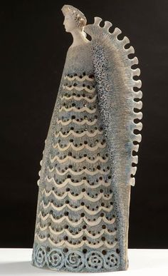 Angel Sculpture, Sculpture Clay, Ceramic Figures, Ceramic Artists, Pottery Sculpture, Pottery Art, Clay Angel, Pottery Angels, Pottery Handbuilding