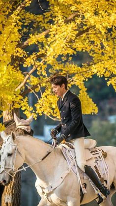 Lee Min Ho Looks Princely Riding a Horse Through Autumnal Trees in First Still from K-drama The King: Eternal Sovereign Lee Min Ho Abs, Lee Min Ho Faith, Lee Min Ho Smile, Foto Lee Min Ho, Choi Min Ho, Jung So Min, Asian Actors, Korean Actors, Lee Min Ho Instagram