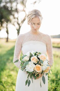 A KISS OF PEACH, bridesdress, flowers, bride - Hellbunt Events Bunt, One Shoulder Wedding Dress, Peach, Bride, Wedding Dresses, Flowers, Kiss, Events, Fashion