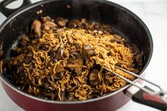 Asian mushroom ramen noodles recipe with sweet chili sauce. This delicious easy to make stir fry tastes just as good as takeout food! Stir Fry Dishes, Stir Fry Recipes, Sauce Recipes, Cooking Recipes, Copykat Recipes, Pasta Dishes, Drink Recipes, Seafood Recipes, Beef Recipes