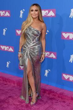 Versace Versace Versace Fever at the 2018 MTV Video Music Awards: Jennifer Lopez DJ Khaled JaRule and More! Jennifer Lopez, Celebrity Red Carpet, Celebrity Look, Celebrity Jewelry, Celebrity News, Cardi B, Bollywood, Silver Gown, Best Designer Dresses