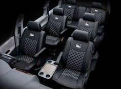その辺の椅子よりよっぽど座り心地がいいのではないかと思える車のシート。シートは長時間の運転でも使用者に疲れや負担をかけないようにデザインされている。椅子の造形としては洗練された部類に入るのではないだろうか