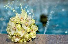 Buchet de mireasa Floral Wreath, Wedding Ideas, Wreaths, Table Decorations, Home Decor, Floral Crown, Decoration Home, Door Wreaths, Room Decor