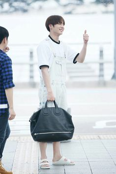 Rapper, Maknae Of Bts, Style Finder, Love My Boys, Jungkook Cute, Airport Style, Airport Fashion, Bulletproof Boy Scouts, Hoseok