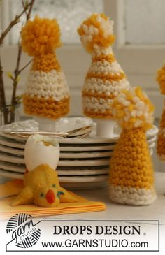 "Crocheted DROPS easter egg warmer in ""Eskimo"" with pompon. ~ DROPS Design"