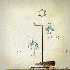 vánoční+stromeček+ + +drátěný+strom+na+vaše+dekorace,+na+přírodniny,+na+šperky....+na+co+vás+napadne.+Ostatní+dostupné+stromy+najdete+zde.+ideální+na+stůl,+na+komodu,+na+parapet+ +drátěná+konstrukce+je+ze+silného+drátu,+se+stojánkem,+pevná+a+stabilní.+nahoře+je+zakončena+hvězdičkou.+dekorace+nejsou+součástí+výrobku+rozměry+orientační:+výška+cca+51+cm,+max....