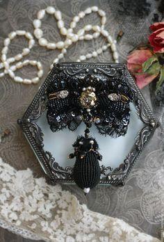 """Купить Брошь """"Жозефина"""" - черный, вышитая брошь, вышивка ручная, брошь с жемчугом, брошь с камнями"""