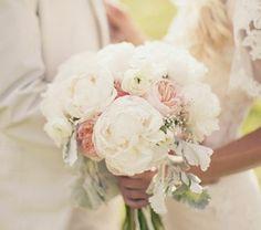 bouquet-de-mariée-original-jolie-couple