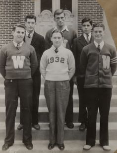 "By the school spirit had infiltrated the fashion scene on campus. In this image from the Meuer Photoart Collection, lettermen proudly pose with their ""W"" sweaters. For more information, please visit the UW-Madison Archives website at uwdc. 1930s Fashion, Vintage Fashion, Mens Fashion, Cheap Fashion, Fashion Boots, Letterman Sweaters, Ivy League Style, Afro, Ivy Style"