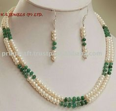 diy collar de perlas y piedras swarovski ile ilgili görsel sonucu Jade Jewelry, Bead Jewellery, Pearl Jewelry, Jewelry Sets, Jewelery, Jewelry Necklaces, Pearl Necklace, Beaded Earrings, Beaded Bracelets