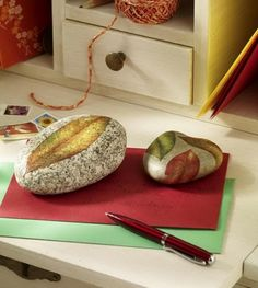 DIY: Decoupaged stone paperweights and other ideas for autumn decor.  Page is in Spanish, but there is a translator at the top of the page.