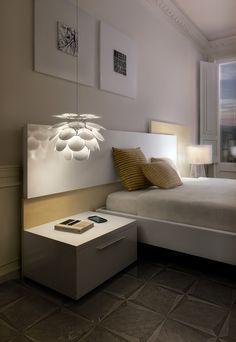 A exuberante e bela luminária Discocó, desenhada pelo designer alemão Christophe Mathieu para a espanhola Marset, é feita com 35 discos brancos e opacos, reproduzindo uma chuva de pétalas. Com luzes difusas, o efeito é extremamente sofisticado e impres ...
