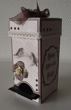 Kaartje van Joke.....: Wachten tot het acht uur is geweest... Paper Gifts, Diy Paper, Candy Dispenser, Packing Boxes, Tea Box, Party Favors, Projects To Try, Decorative Boxes, Card Making