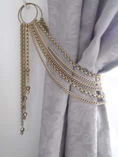 Swarovski crystals tieback, decorative bronze chains tieback with pendants, luxury curtain holder Decorative bronze chains tieback with glass pendants, drapery holder Luxury Curtains, Cheap Curtains, Home Curtains, Curtains Living, Curtain Tie Backs Diy, Curtain Ties, Curtain Tiebacks Ideas, Valance Ideas, Cornice Ideas