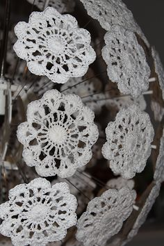IKEA hack, the Maskros lamp transformed into a giant crocheted flower. Lampe Crochet, Crochet Lampshade, Luminaire Ikea, Ikea Lamp, Home And Deco, Lamp Shades, Crochet Flowers, Upcycle, Crochet Earrings