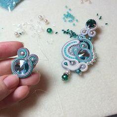 Процесс... #katyadikk #soutache #jevelery #earrings #swarovski #весна #подарокдевушке #8марта #бирюзовый