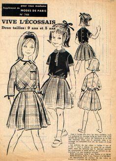Robe fillette, jupe à larges plis, manches courtes à revers et petit col, ou trois-quart bordé d'une ganse que l'on retrouve à l'encolure, boutonnage au dos Tailles 5 et 9 ans - 7618280