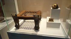 Tabourets aux pieds en forme de lions, en bois 51,5X24,7X28,5cm – Basse Epoque
