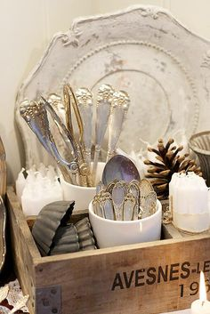 booth displays vignettes Take A little Vintage Style Cottage Face life - The Cottage Market Vintage Love, Vintage Decor, Vintage Silver, Shabby Vintage, Vintage Display, Antique Silver, Vintage Cutlery, Vintage Tableware, Vintage Plates