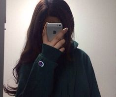 Fashion, wallpapers, quotes, celebrities and so much Stylish Girl Images, Stylish Girl Pic, Girl Pictures, Girl Photos, Girl Hiding Face, Girl Fashion, Womens Fashion, Girl Photo Poses, Tumblr Girls