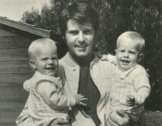Today 9-20 in 1967, former rock idol/actor Rick Nelson and his wife Kris gave birth to their 2 twin boys, Gunnar and Matthew.