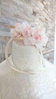 Diadema para niña de arras con hortensia blanca y paniculata rosa  // Diadem girl with white and pink hydrangea paniculata for weddings