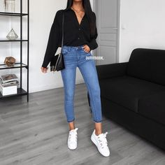 You need this shirt in every color! Chemise / Shirt: 5113 - Adultish Shirt - Ideas of Adultish Shirt - You need this shirt in every color! Uni Outfits, College Outfits, Mode Outfits, Cute Casual Outfits, Jean Outfits, Everyday Outfits, Spring Outfits, Fashion Outfits, Womens Fashion