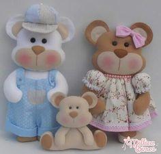 Familia urso Bear Felt, Baby Shoes Pattern, Baby Posters, Sock Dolls, Crochet Teddy, Felt Decorations, Felt Patterns, Handmade Felt, Felt Toys