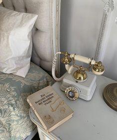 Classy Aesthetic, White Aesthetic, Aesthetic Vintage, Fotografia Retro, Old Money, Aesthetic Bedroom, My New Room, Dream Life, Aesthetic Pictures