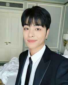 He's so cute and handsome that smile is adorable Kim Jinhwan, Chanwoo Ikon, Yg Entertainment, Kpop, Bobby, Koo Jun Hoe, Jay Song, Ikon Debut, Princesses