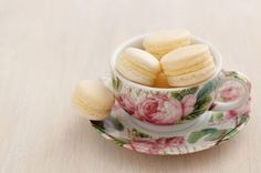 White macarons with buttercream filling by Elisabeth Coelfen on Macaron Cookies, Macarons, Teacup Flowers, Buttercream Filling, Vintage Tea, Tea Cups, Coffee Cups, Tea Party, Candy