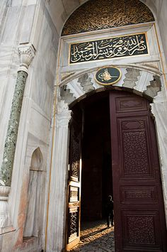 Elaborate entrance to Topkapi Palace