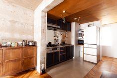 キッチンは減額のため、既存利用。扉などの面材だけを付け替えました。  #K様邸氷川台 #キッチン #オリジナルキッチン #既存利用 #モルタル床 #キッチン収納 #ヘリンボーン床 #床材 #flooring #フローリング #冷蔵庫 #張り天井 #EcoDeco #エコデコ #リノベーション #renovation Divider, Kitchen Cabinets, Room, Furniture, Home Decor, Bedroom, Decoration Home, Room Decor, Cabinets