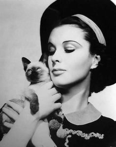 Behind Those Luminous Eyes: Vivien Leigh and Cats