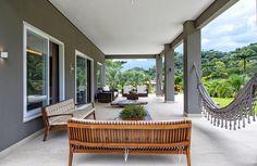 Casa Campo | Galeria da Arquitetura Dream Home Design, My Dream Home, House Design, Patio Design, Exterior Design, L Shaped House, Mews House, Duplex, Outside Living