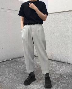 LIW Highlights: Five Ways to wear Homme Plisse Pants 4 or Style Hipster, Style Casual, Swag Style, Korean Fashion Men, Ulzzang Fashion, Mens Fashion, Fashion Outfits, Dope Fashion, Japan Fashion