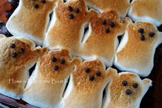 My surplus of Halloween PEEPS® have been haunting me. so I decided some Brownie S'mores would be a timely treat~ In addition to these apparitions, you need your favorite brownie mix or … Halloween Peeps, Halloween Treats For Kids, Halloween Party Snacks, Halloween 2017, Easy Halloween, Halloween Brownies, Halloween Goodies, Halloween Crafts, Graham Cracker Crust