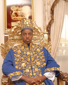 King Oyo is the reigning Omukama of Toro, in Uganda (Rukirabasaija Oyo Nyimba Kabamba Iguru Rukidi IV, born 16 Apr Oyo ascended to the throne when he was only three years old after the death of his father, King Patrick Olimi Kaboyo. African Men, African American History, African Shop, My Black Is Beautiful, Beautiful People, Afro, Black King And Queen, Black Royalty, African Royalty