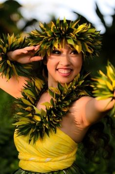 Hula Waihine by jannyshere Polynesian Dance, Polynesian Culture, Hawaii Hula, Aloha Hawaii, We Are The World, People Around The World, Hawaiian People, Hawaiian Girls, Hawaiian Dancers