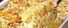 Ingredientes:  -  4 xícaras (chá) de arroz cozido  - · 100 g de mussarela ralada  - · 100 g de presunto cortado em cubos pequenos  - · 1 cenoura ralada  - · 2 colheres (sopa) de salsa picada  - · 2 ovos  - · 1 xícara (chá) de leite  - · 1/2 pote de requeijão  - · 3 colheres (sopa) de queijo parmesão ralado  - · Sal e pimenta a gosto