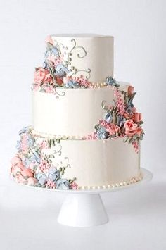 Classic, Delicious Cupcakes and cakes. Creating beautiful displays and arrangements on our special cake stands. Wedding Cake Decorations, Wedding Cakes With Flowers, Beautiful Wedding Cakes, Gorgeous Cakes, Wedding Cake Designs, Pretty Cakes, Amazing Cakes, Flower Cakes, Beautiful Flowers