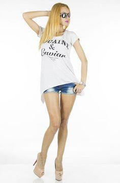 Tricou Dama Caviar Beige  -Tricou dama casual  -Model ce cade lejer pe corp  -Design interesant     Lungime:65cm  Lungime colt:85cm  Compozitie:100%Bumbac Caviar, Beige, Model, T Shirt, Tops, Fashion, Supreme T Shirt, Moda, Tee Shirt